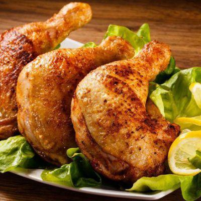 Coscetta di pollo arrosto con patatine, arancinette, panelline